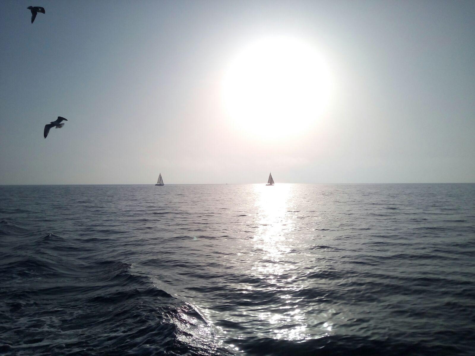 12 Il mare-a-fine.giornata: gabbiani barche a vela con sole al tramonto