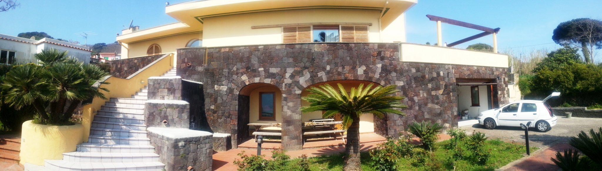 01 Villa Contessa giardino d'ingresso
