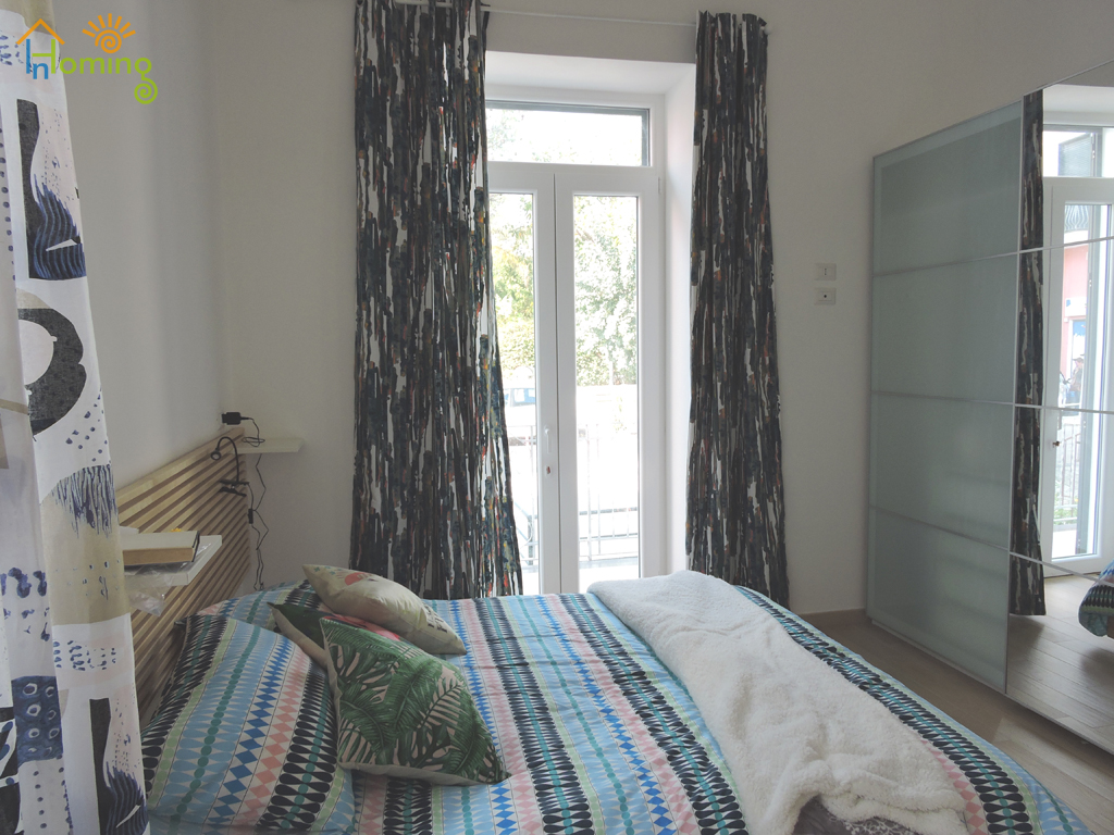 10 Double bedroom with bed and wardrobe
